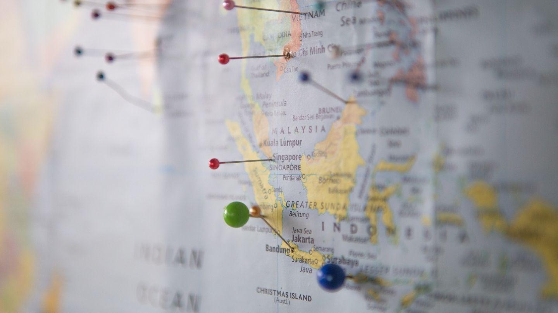 Mappa con segnaposti.
