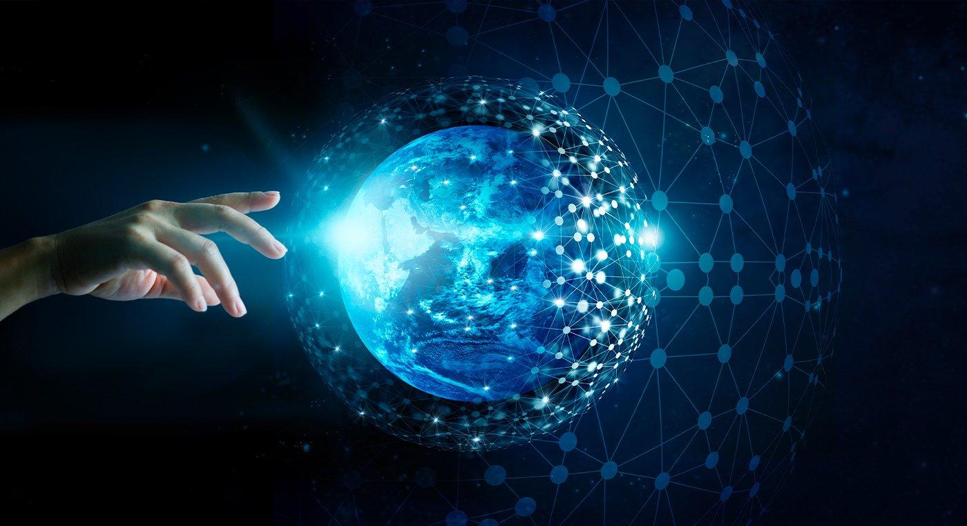 Mano di toccare la connessione di rete globale e gli scambi di dati sullo sfondo pianeta terra.